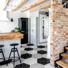 2-cocina-muebles-color-verde-menta-claro-suelo-hexagonos-blancos-y-negros