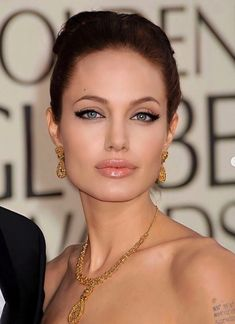 Angelina Jolie Makeup, Angelina Jolie Pictures, Angelina Jolie Style, Tomb Raider Angelina Jolie, Jolie Pitt, Provocateur, Glamour, Hollywood Actresses, Hollywood Men