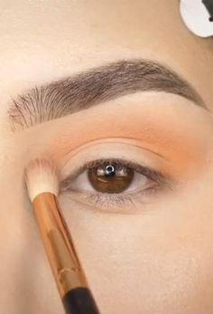 Gold Eye Makeup, Eye Makeup Steps, Eye Makeup Art, Glitter Makeup, Makeup Tips, Beauty Makeup, Light Makeup Looks, Makeup Charts, Mehron Makeup