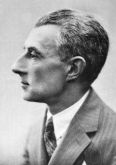 Maurice Ravel French (1875-1937). Compositor francés del Siglo XX. Compuso: Bolero una de las más famosas, Gaspard de la Nuit, Pavana para una infanta difunta, entre otras.