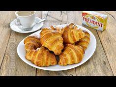 Croissante cu unt – reteta video via Croissants, Chef Recipes, Snack Recipes, Dessert Recipes, Cooking Recipes, Romanian Desserts, Romanian Food, Churros, French Croissant