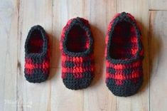 FREE Crochet Pattern: Crochet Plaid Slippers   Make these cute slippers in classic Buffalo Plaid, perfect for chilly fall days or your Holiday list!