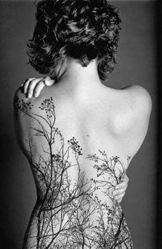 tatouage féminin sur le dos
