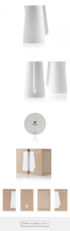 Cycladic Jug packaging design by Mousegraphics - http://www.packagingoftheworld.com/2018/01/cycladic-jug.html