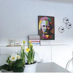 Dr. Edvard Grieg koser seg hos @homeby_me  Snart utsolgt for DJ Grieg nå hva blir neste motiv? Hmm...