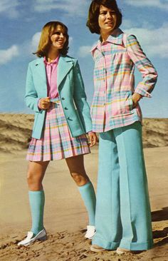 There's simply no such thing as too many pastels at the beach. reminds me of something from scooby doo! luv the 70's