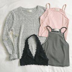 ✨Frankie-Phoenix.com ✨ #frankiephoenix #bralette #sweater #sweateroutfit #casualwear #whattowearwithsweaters #striped #tanktop #floralbralette #casual