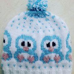 Mutlu haftasonu diliyorum 💙 penguenli bere nin yapım aşamaları ve şablon için fotoyu kaydırın lütfen 👉👉 Şablon pinteres ten alıntıdır Minikler üşümesin 🐧🐧🤗💙💙 . . #amigurumi #toys #baby #hediyelik #organik #organikoyuncak #bere #cute #gift #elişi #crochet #orgulerim #knitting #penguen #penguenbere #blue #ice #mavi #10marifet #handcraft #handmade #knittinglove #yarn #sweet #sevgiyleoruyorum #crochetlove #yarnart #babylove #instafoto #aniyakala Baby Hats Knitting, Fair Isle Knitting, Knitting Charts, Baby Knitting Patterns, Knitting Stitches, Knitted Hats, Crochet Patterns, Baby Barn, Cute Winter Outfits