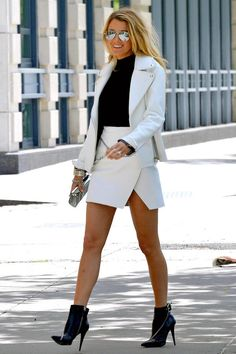 Take a look at the best blake lively outfits in the photos below and get ideas for your cute outfits! Blake Lively's style evolution in pictures Image source Style Blake Lively, Mode Blake Lively, Blake Lively Outfits, Blake Lively Fashion, Blake Lively Dress, Blake Lively Body, Blake Lively Pregnant, Style Gossip Girl, Gossip Girls