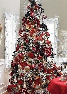 Cute!!!! This will be what my Christmas tree will look like if I get married. :-D
