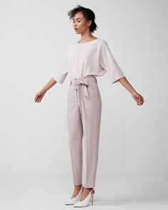 This high waisted ankle pant is a perfect choice for the modern girl who wants to achieve a classic, flattering look. Made from crisp fabric, get ready for this pant to become your new wear-to-work fave.