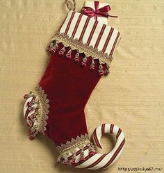 Christmas stockings patterns on here Christmas Stocking Pattern, Christmas Sewing, Diy Christmas Gifts, Christmas Projects, Christmas Holidays, Christmas Ornaments, Nordic Christmas, Christmas Candles, Modern Christmas