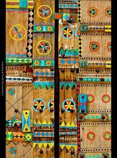 A porta de enigmáticos símbolos...