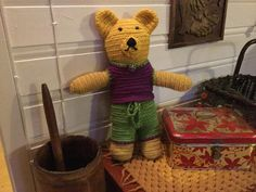 Needlebound / nalbound teddybear and clothing, made with Oslo stitch, by Maj Britt Solstad. Posted 2015-10-30 in the Nålbindning group on facebook. Please see original link for more photos!