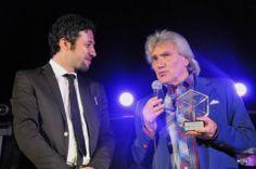 Verdiano Vera, patron del FIM, premia Mal dei Primitives. FIM - Fiera Internazionale della Musica. 16 | 17 | 18 Maggio 2014. Fiera di Genova. www.fimfiera.it (© 2014 FIM. Foto di Raffaele Lucafò)