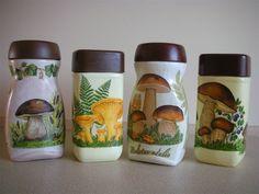 butelka decoupage - Αναζήτηση Google Decoupage Glass, Decoupage Art, Wine Bottle Crafts, Bottle Art, Starbucks Bottles, Painted Jars, Altered Bottles, Vintage Box, Recycled Crafts
