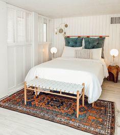 Ideas For Bedroom Rug Placement Dorm Room Pillow Headboard, Faux Headboard, Headboard Ideas, Cool Headboards, Rug Under Bed, Headboard Alternative, Cute Dorm Rooms, Trendy Bedroom, Bohemian Bedrooms