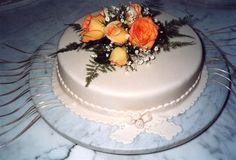 tortas decoradas con flores naturales y cintas - Buscar con Google