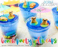 Cute Jello dessert for a beach party, birthday party, or BBQ. Yummy jello beach cup dessert tutorial and recipe. Pool Party Treats, Beach Treats, Summer Treats, Beach Snacks, Luau Birthday, Fourth Birthday, Happy Birthday, Beach Dessert, Stamps