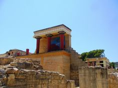 This guide contains the best 20 attractions to see and explore while visiting Crete.