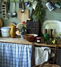 French Country Kitchens, French Country Decorating, Rustic Cottage, French Cottage, Rustic Kitchen, Kitchen Decor, Kitchen Walls, Muebles Shabby Chic, Cottage Kitchens