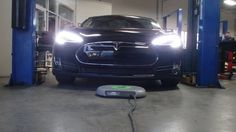 https://cleantechnica.com/2016/12/26/plugless-tesla-model-s-system-installation-use-pictures-video/