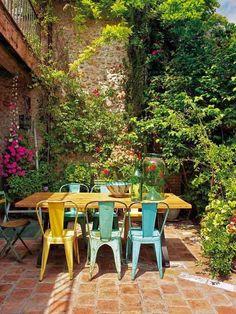 EN MI ESPACIO VITAL: Muebles Recuperados y Decoración Vintage: Una casa para el fin de semana { A house for the weekend } | pure cosy - tolix chairs