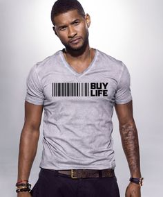"Usher joined fellow ""prisoner of love"" Romeo Santos on Santos' hit ""Promise."" The playboys spent 10 weeks at No. 1 on Hot Latin Songs with the slow burning bilingual bachata track. Gorgeous Men, Beautiful People, He's Beautiful, Usher Raymond, Celebrity Deaths, Celebrity Singers, Celebrity Crush, How To Pose, My Man"