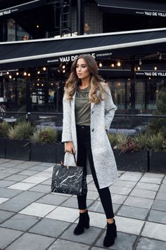 vogueably:  street-fashion-is-everything:  Street Fashion  hey...