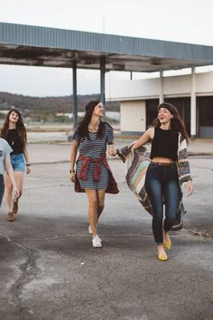 4 Sorority Beauty Trends to Live By - Celebrity Style, Fashion Trends, Beauty and Makeup tips Roger Vivier, Adolescents, Ethical Clothing, Ethical Fashion, Fashion Brands, Livingstone, Best Friend Quotes, Fast Fashion, Fashion Moda
