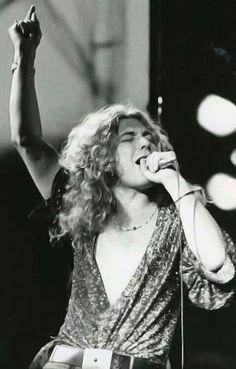 ooo, look it's ....Robert Plant
