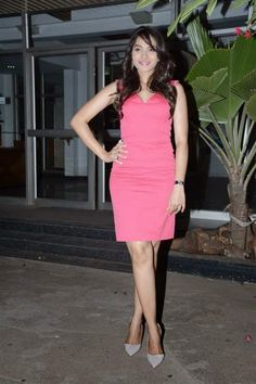 Tamil Actress Andrea Jeremiah Stills Latest Photo Collections in Pink Dress Photos | Bollywood Tamil Telugu Celebrities Photos