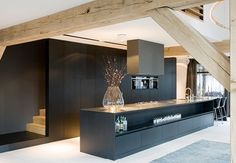 Generaal Urquhartlaan 43 Oosterbeek, The Netherlands modern kitchen Interior Architecture, Interior And Exterior, Interior Design, Beautiful Architecture, Black Kitchens, Home Kitchens, Kitchen Black, Style At Home, Küchen Design