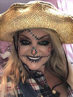 It's better than Tinder! Scarecrow Face Paint, Scarecrow Halloween Makeup, Halloween Costumes Scarecrow, Baby Girl Halloween Costumes, Halloween Makeup Looks, Halloween Make Up, Scary Halloween, Scarecrow Ideas, Clown Makeup