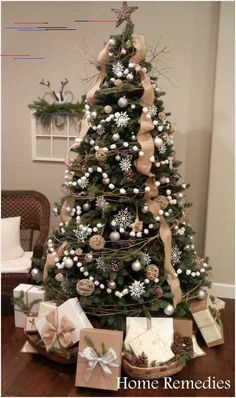 Natural Christmas Decorations for the Entire The Christmas season is here! And that means decorating your tree! My family always picks a day and decorates the tree together. I hope you are inspired by these beautiful Christmas tree ideas! Christmas Tree Ideas 2018, Elegant Christmas Trees, Homemade Christmas Decorations, Ribbon On Christmas Tree, Christmas Tree Design, Natural Christmas, Rustic Christmas, Christmas Diy, White Christmas