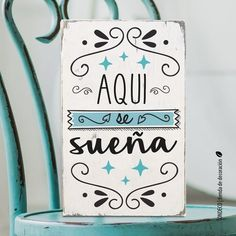 Cuadro con frase | Aquí se sueña - comprar online Vintage Frases, Prayer Garden, Chalky Paint, Pallet Crates, Decoupage Vintage, Simple Prints, Love Sewing, Home Signs, Beauty Bar