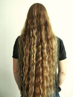 Long-haired men ♥ Imagine having that hair without any curling irons