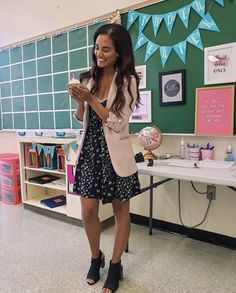 7 Spring Teacher Outfits You Will Love - Chaylor & Mads Casual Teacher Outfit, Cute Teacher Outfits, Teaching Outfits, Teacher Style, Cute Outfits, Teacher Outfit Summer, Cute Teacher Clothes, Elementary Teacher Outfits, Teacher Shoes