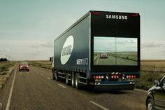 Na Argentina, uma ideia simples da Samsung para reduzir os acidentes nas estradas: a empresa colocou uma câmera na frente dos seus caminhões que transmite a imagem para um painel de LCD na traseira. Veja o vídeo na INFO, por Rafael Kato.