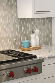 Pratt-and-Larson-Tile-Ogee-kitchen elongated Hex pattern
