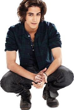 Avan Jogia, #victorious I think he would love more freaking sexy with short hair with a little fohawk in front !;)