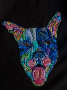 Os presento a Ari, un bicho muy grande e hiperactivo que por fin está con su dueña. #Ari #bordado #embroidery #embroiderydesign #embroideryart #stitchersofinstagram #design #handmade #hechoamano #animal #dog #pitbull #colours #colorsplash #AlmudenaRuiperez #fashiondesign #fashiondesigner