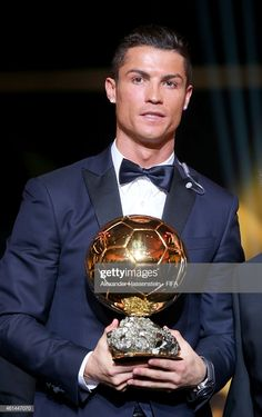 Ballon d'Or winner Cristiano Ronaldo of Portugal and Real Madrid poses with his award during the FIFA Ballon d'Or Gala 2014 at the Kongresshaus on January 2015 in Zurich, Switzerland. Get premium, high resolution news photos at Getty Images Cristiano Ronaldo Shirtless, Cr7 Ronaldo, Cristiano Ronaldo Hd Wallpapers, Zona Colonial, Ballon D'or, Real Madrid, Fifa, Portugal, Football