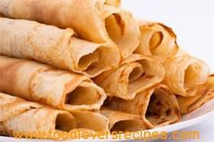 Crepes made with vanilla whey protein powder. 6 crepes have carb grams. Banting Diet, Banting Recipes, Diabetic Recipes, Low Carb Recipes, Cooking Recipes, Cooking Videos, Easy Cooking, Crepes Minces, Low Carb Crepe