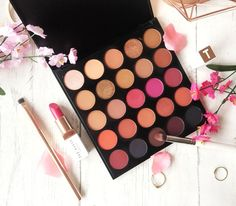 Hi, lovelies! After my previous post about my Morphe haul, you all knew this post was inevitable. A review of the Morphe 25C: Hey Girl Hey palette is coming your way. As you all probably…