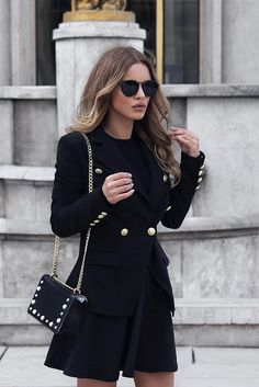 all black outfit | officer jacket | sunglasses | sunnies | woman | leather bag | Maui Summernight by Kapten & Son | picture by nadaadellex