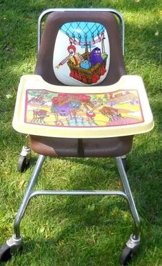 McDonald's high chair I remember this! They had these when I had my bday party at McDonald's with almost the whole school! 90s Childhood, My Childhood Memories, Sweet Memories, High School Memories, 90s Toys, 80s Kids, Ol Days, The Good Old Days, Vintage Toys