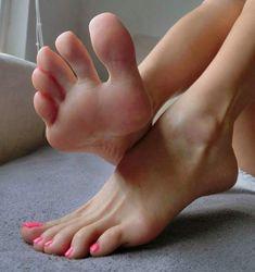 Jizzing feet