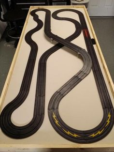 Race Car Sets, Slot Car Race Track, Rc Track, Ho Slot Cars, Slot Car Racing, Slot Car Tracks, Carrera Cars, Scalextric Track, Car Places