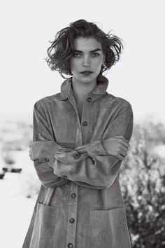 Peter Lindbergh shoots Arizona Muse for the 'Manifest Destiny' editorial in the February 2011 issue of Vogue US. Styling by Tonne Goodman. Best Bob Haircuts, Messy Bob Hairstyles, Choppy Bob Hairstyles, Short Hairstyles For Women, Pixie Haircuts, Medium Hairstyles, Hairdos, Wedding Hairstyles, Uneven Haircut